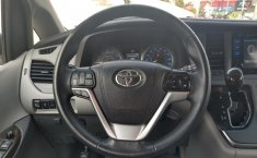 Toyota Sienna-5