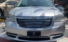CHRYSLER TOWN & COUNTRY LIMITED 2011-0
