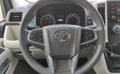 Toyota Hiace-17