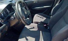 Suzuki Swift automático en excelente estado-3
