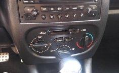 Peugeot 2011 sedán 207-8