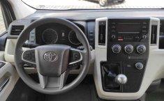 Toyota Hiace-8