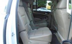 Chevrolet Suburban-13