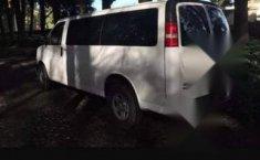 Chevrolet Express Van 12 pasajeros-1
