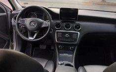 Mercedes Benz GLA 200-3