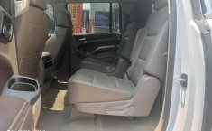 Chevrolet Suburban-17