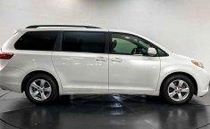 Toyota Sienna 2015 en buena condicción-12