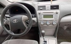 Se pone en venta Toyota Camry 2011-4
