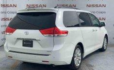 Toyota Sienna 2014 impecable en Tlalpan-12
