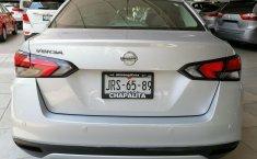 Auto Nissan Versa Sense 2020 de único dueño en buen estado-9
