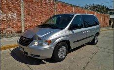 Chrysler Town & Country 2005 en buena condicción-9