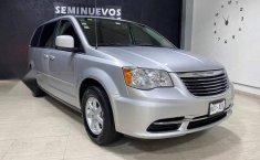 Se pone en venta Chrysler Town & Country 2011-10