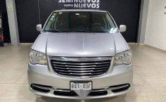 Se pone en venta Chrysler Town & Country 2011-8
