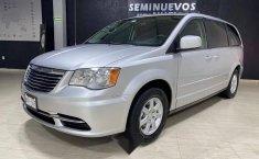 Se pone en venta Chrysler Town & Country 2011-7