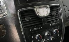 Se pone en venta Chrysler Town & Country 2011-5
