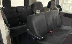 Se pone en venta Chrysler Town & Country 2011-3