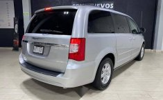 Se pone en venta Chrysler Town & Country 2011-2