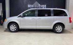 Se pone en venta Chrysler Town & Country 2011-1