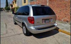 Chrysler Town & Country 2005 en buena condicción-1