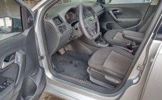 Volkswagen Vento 2016 1.6 Comfortline At-11