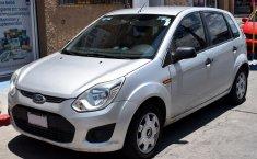 *Ford Fiesta Ikon 2015   Hatchback   Muy buen estado-0