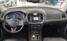 Se vende urgemente Chrysler 300 2017 en Guadalajara-7