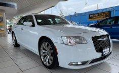 Se vende urgemente Chrysler 300 2017 en Guadalajara-5