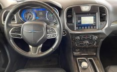 Se vende urgemente Chrysler 300 2017 en Guadalajara-3