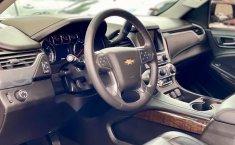 Auto Chevrolet Suburban LT 2017 de único dueño en buen estado-14
