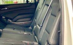 Auto Chevrolet Suburban LT 2017 de único dueño en buen estado-13