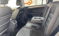 Volkswagen Tiguan 2018 5p Comfortline L4/1.4/T Aut-1