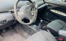 Toyota Yaris 2015 en buena condicción-6