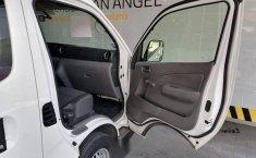 Auto Nissan Urvan 2021 de único dueño en buen estado-6