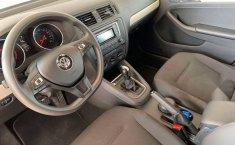 Auto Volkswagen Jetta Trendline 2017 de único dueño en buen estado-9
