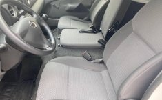 Auto Nissan Urvan 2021 de único dueño en buen estado-2