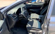 Auto Hyundai Accent 2020 de único dueño en buen estado-11