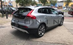 Se pone en venta Volvo V40 2016-9