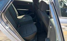 Auto Hyundai Accent 2020 de único dueño en buen estado-6