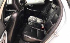 Auto Volvo V40 2016 de único dueño en buen estado-8
