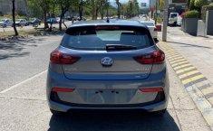 Auto Hyundai Accent 2020 de único dueño en buen estado-4