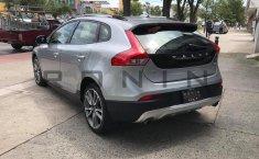 Se pone en venta Volvo V40 2016-5