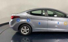 Auto Hyundai Elantra 2016 de único dueño en buen estado-27