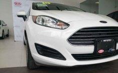 Auto Ford Fiesta 2015 de único dueño en buen estado-6
