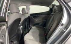 Auto Hyundai Elantra 2016 de único dueño en buen estado-15