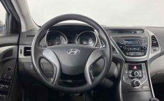 Auto Hyundai Elantra 2016 de único dueño en buen estado-11