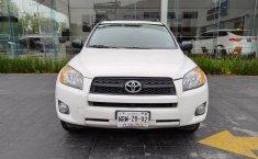 Auto Toyota RAV4 2009 de único dueño en buen estado-0