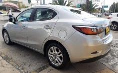 Auto Toyota Yaris 2018 de único dueño en buen estado-7