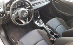 Auto Toyota Yaris 2018 de único dueño en buen estado-1