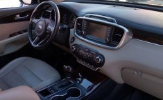 Auto Kia Sorento 2017 de único dueño en buen estado-8