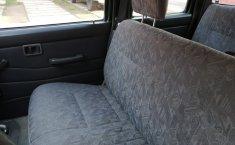 Venta de la Nissan NP300 Doble Cabina 2005-3